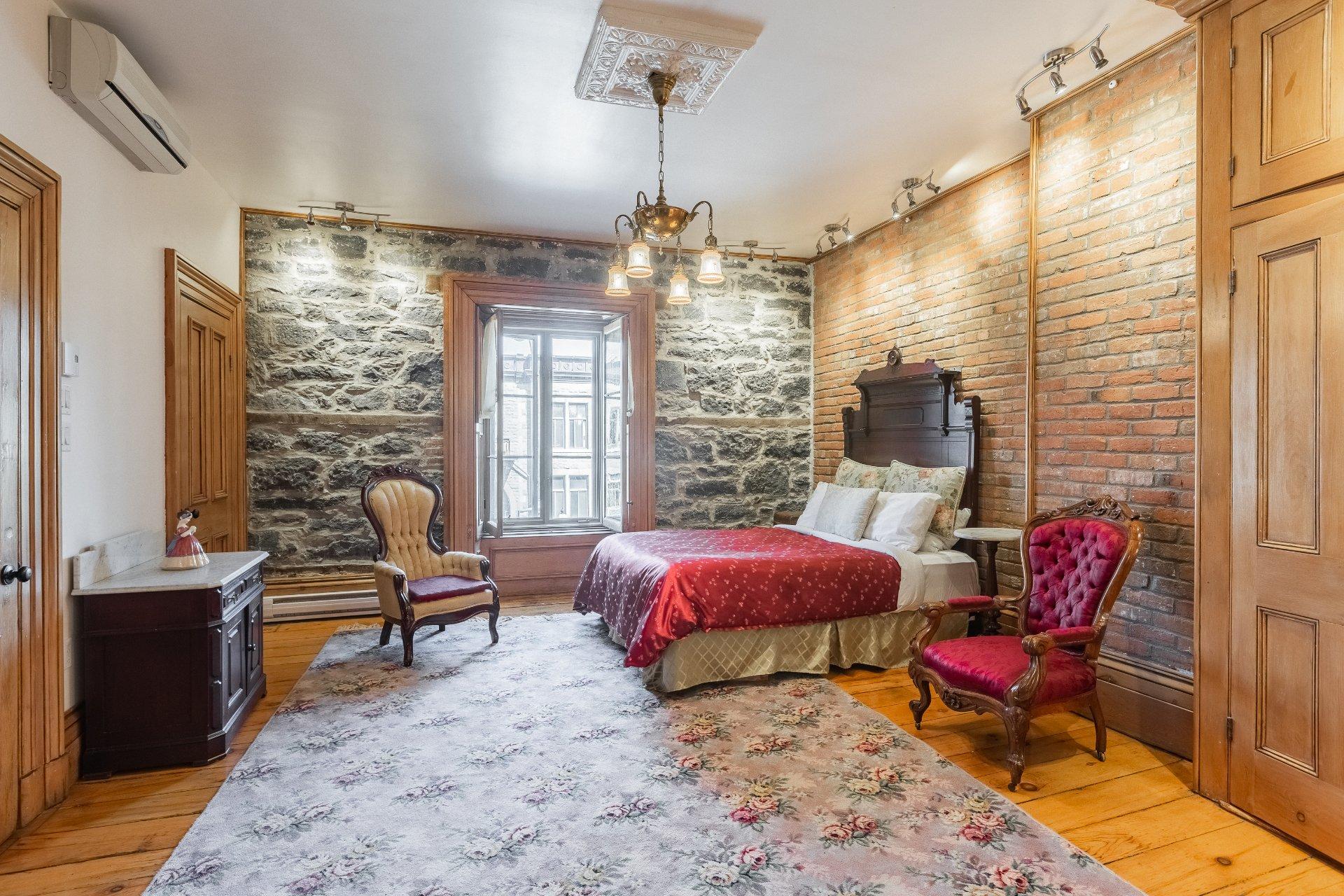 Bedroom Quadruplex Montréal (Ville-Marie)