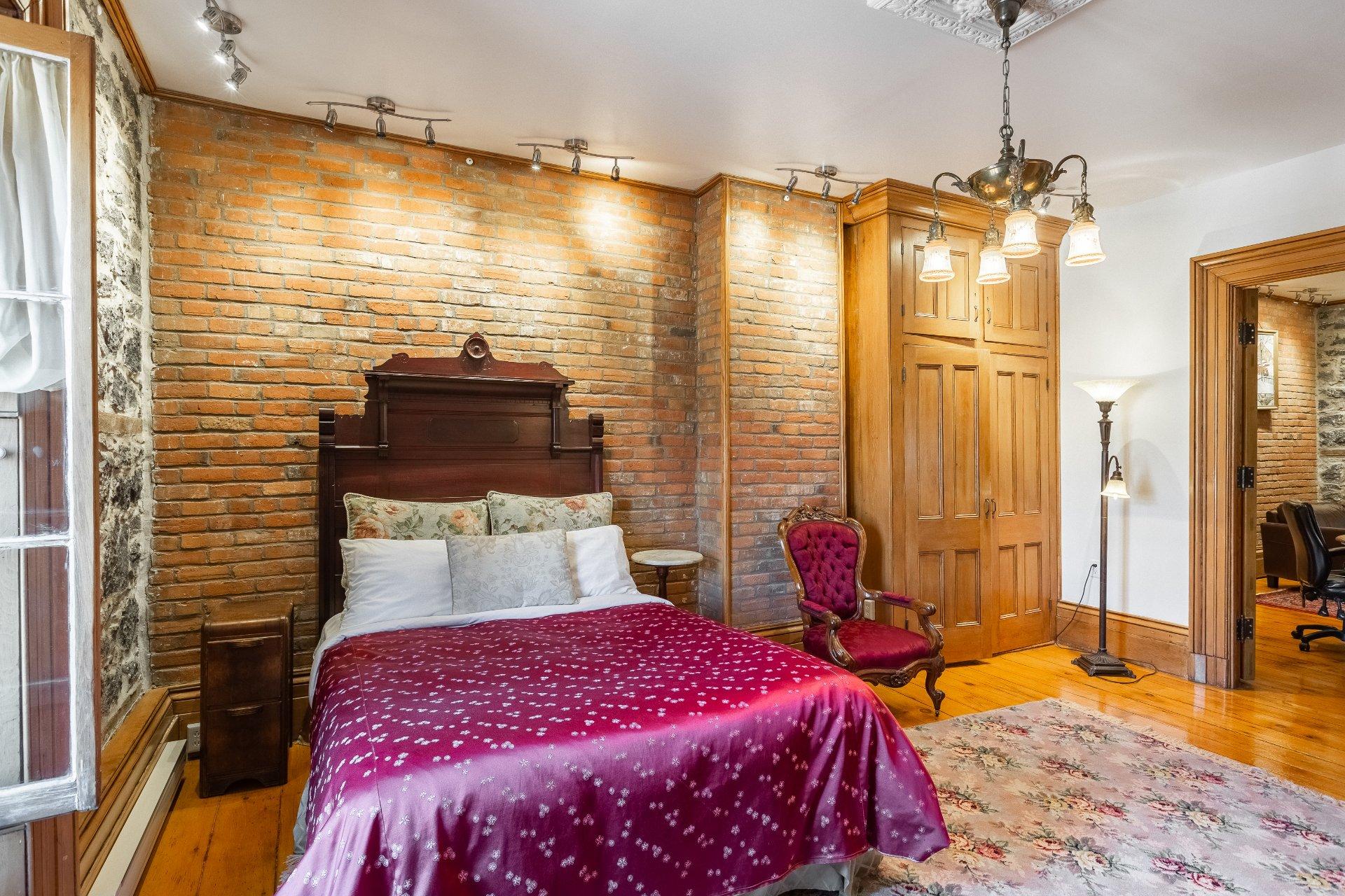 Chambre à coucher Quadruplex Montréal (Ville-Marie)