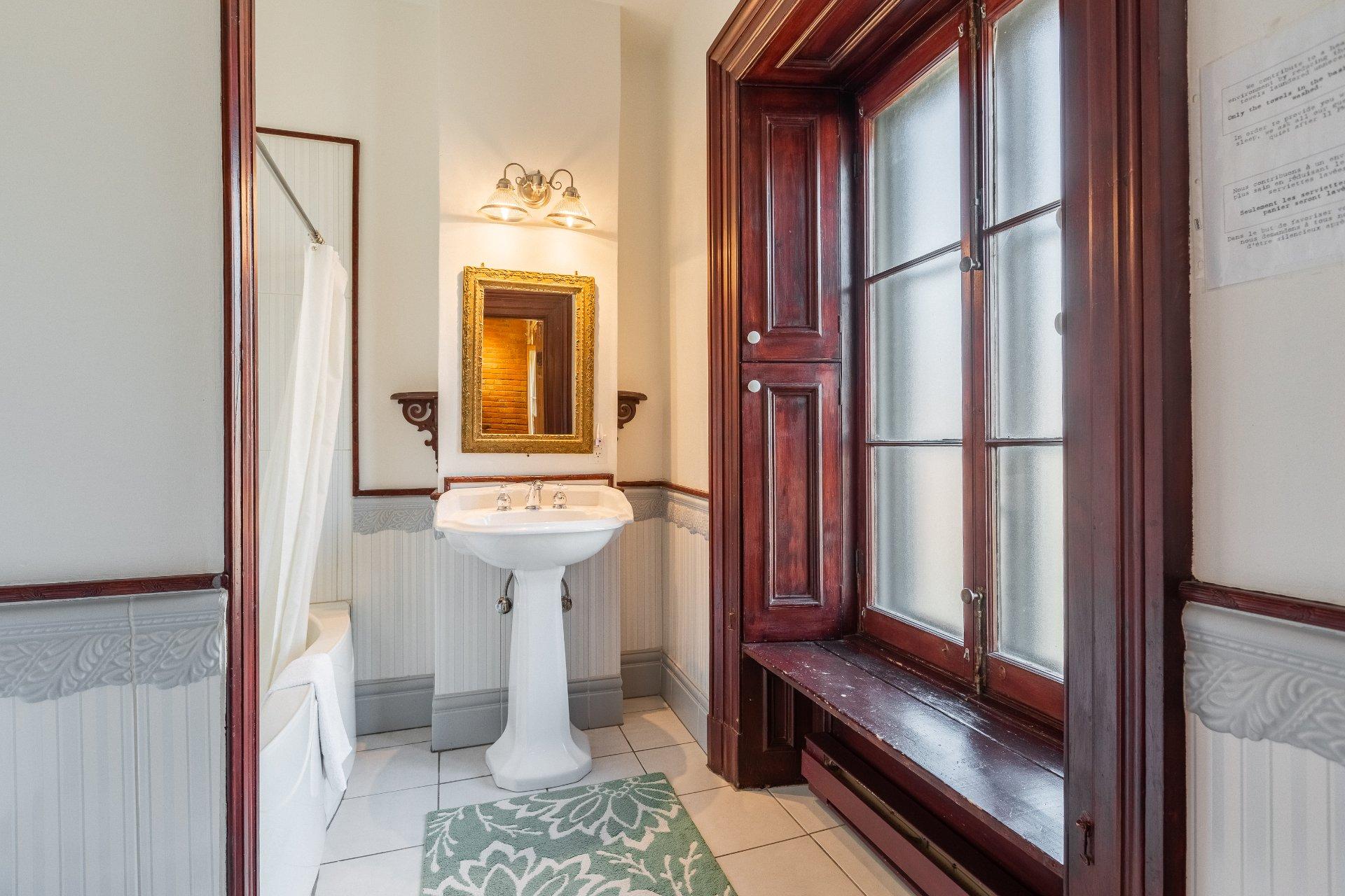 Bathroom Quadruplex Montréal (Ville-Marie)