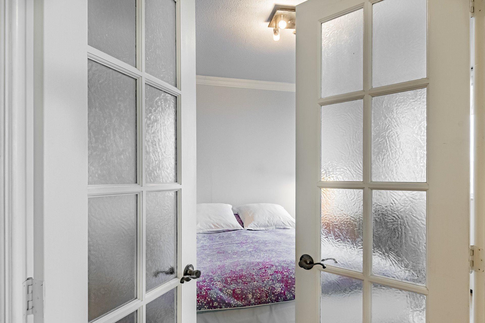 Master bedroom Condo Montréal (Le Plateau-Mont-Royal)