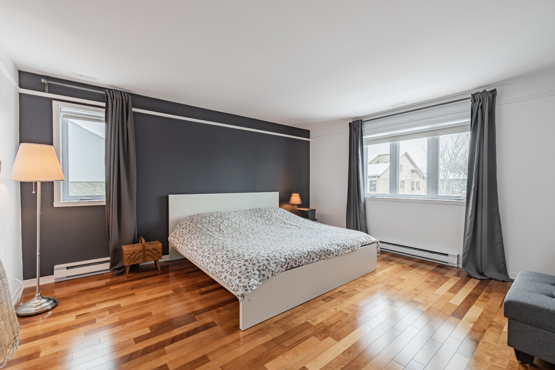 Master bedroom Condo Longueuil (Le Vieux-Longueuil)