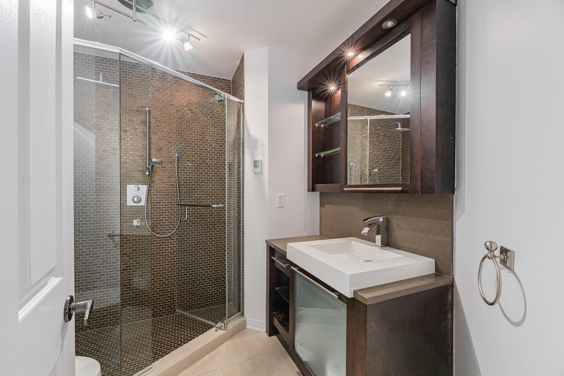 Bathroom Condo Longueuil (Le Vieux-Longueuil)