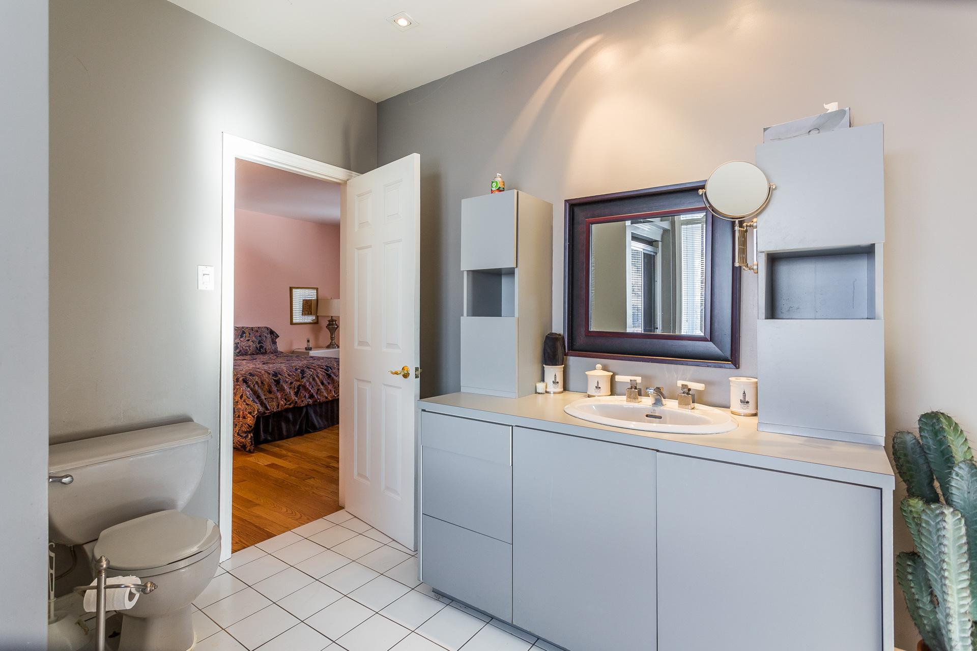 Salle de bains attenante à la CCP Maison Montréal (Rosemont/La Petite-Patrie)