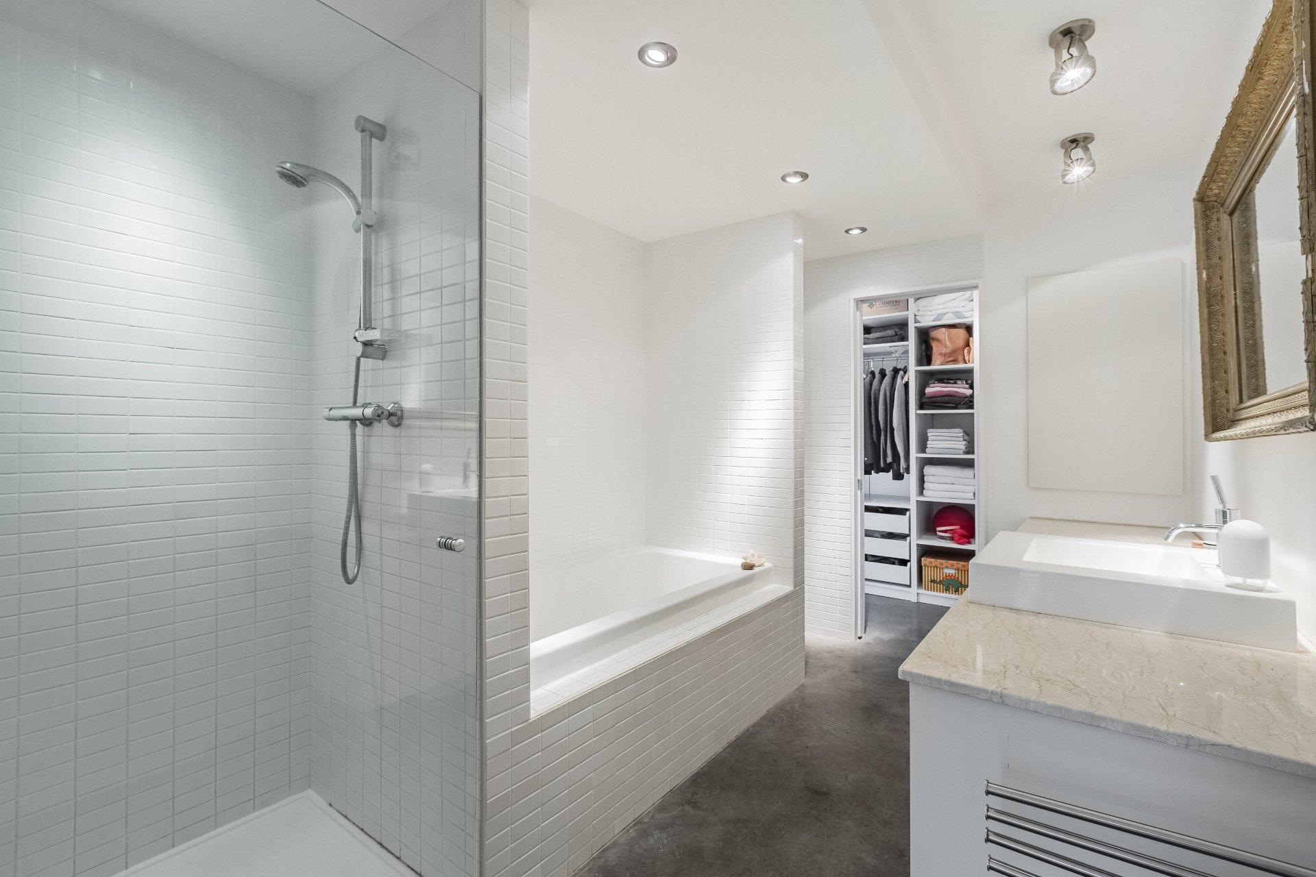 Salle de bains attenante à la CCP Maison Montréal (Le Plateau-Mont-Royal)