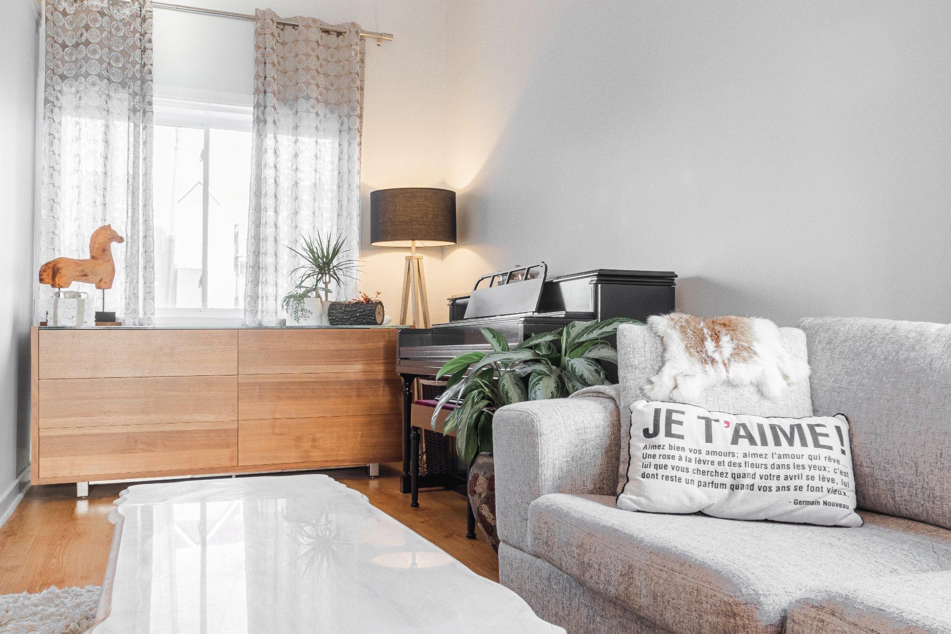 Salon Maison de plain-pied Longueuil (Le Vieux-Longueuil)