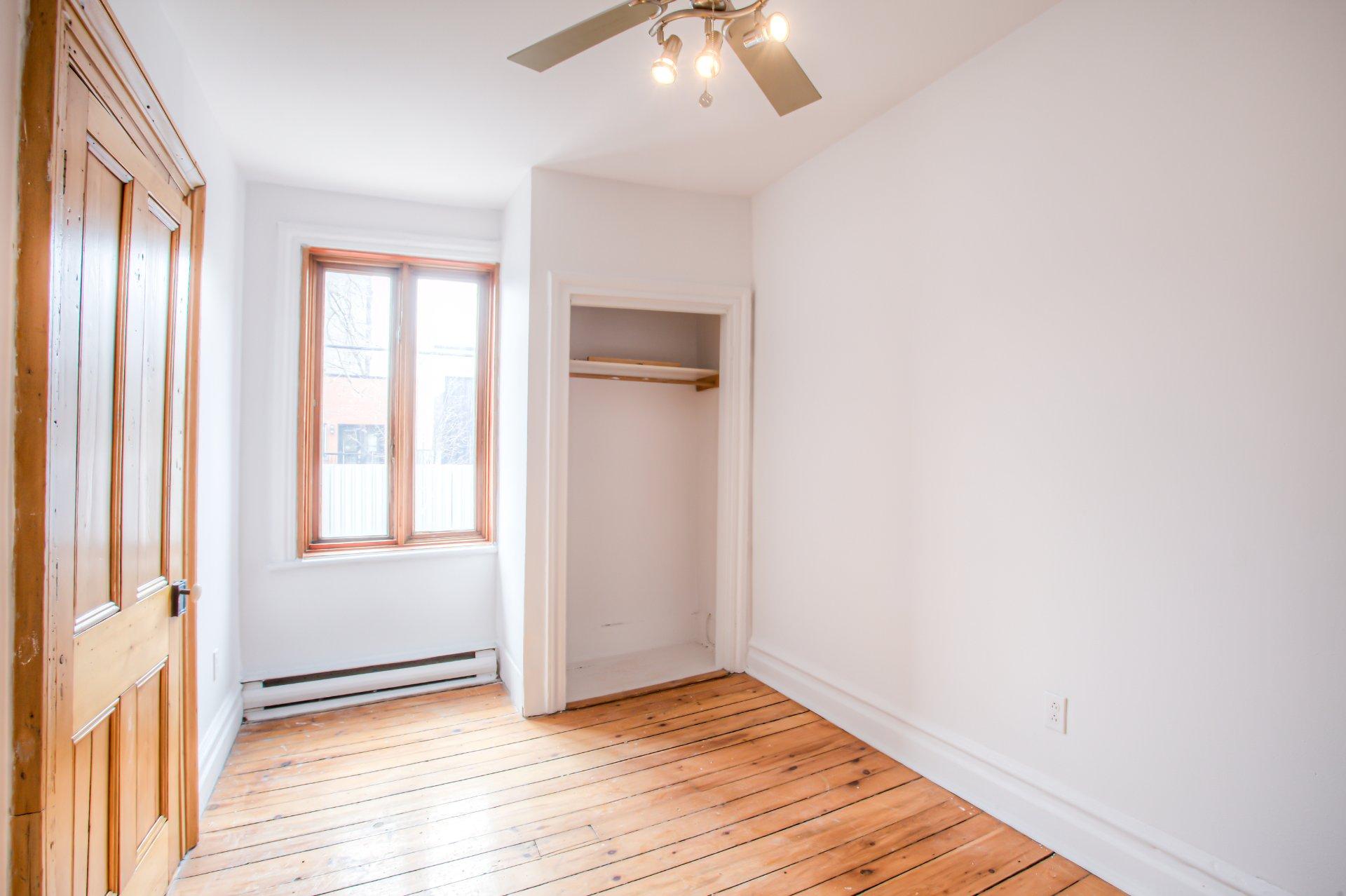 Chambre à coucher Quadruplex Montréal (Le Plateau-Mont-Royal)