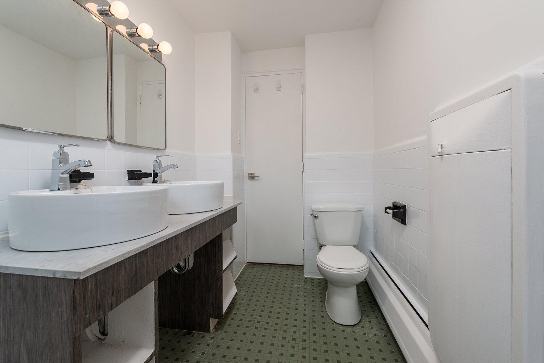 Bathroom Condo Montréal (Côte-des-Neiges/Notre-Dame-de-Grâce)